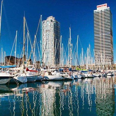 Salidas de pesca deportiva en Barco desde Puerto Olimpico Barcelona desde sus playas y espigones
